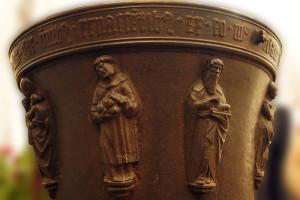 Relieffiguren Hlg. Stephanus (mit drei Steinen) und Apostel Andreas mit Buch, Foto: Sabine Radtke