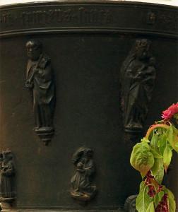 Relieffiguren Petrus und Maria mit dem Jesuskind, Foto: Sabine Radtke