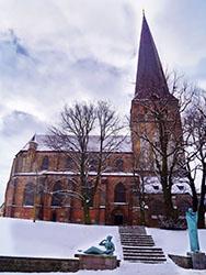 PetrikircheGesamt_Nordansicht_Winter