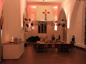 Saal vor der Ankunft der Teilnehmerinnen und Teilnehmer